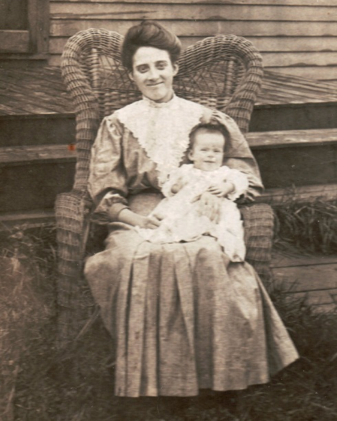 Susan (Stanwood) Clark and daughter Beatrice, about 1906