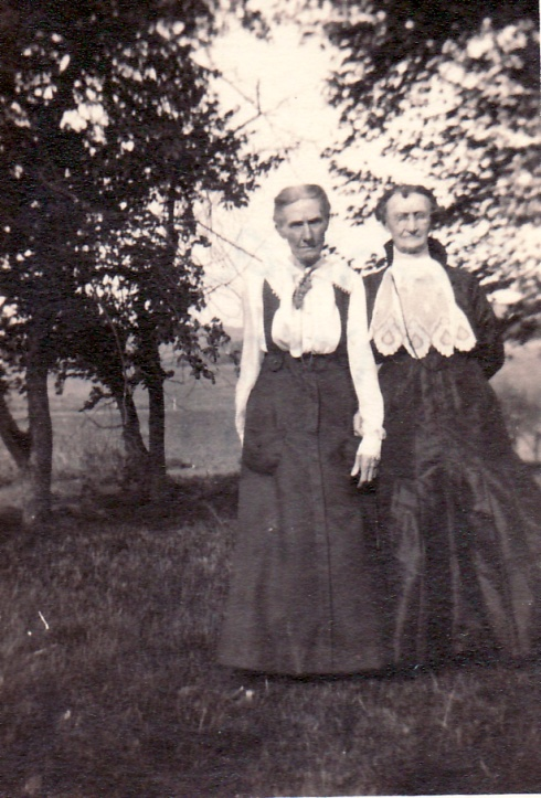 Achsa (Sisco) Simpson on the left with daughter Susan (Simpson) Locke, c1900.