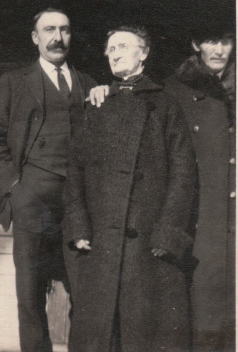 Ernest Simpson (left) with his sister, Susan (Simpson) Locke and brother Oliver Fred Simpson.