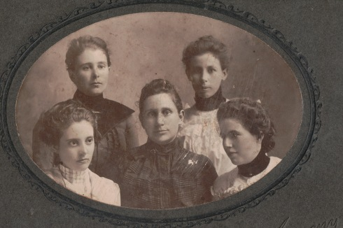 Five unknown ladies, about 1905